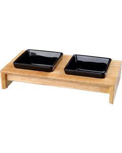 Stilren matbar i trä med svarta keramikskålar
