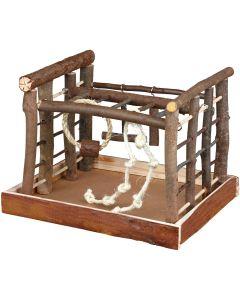 Lekplast med stegar, ringar och rep
