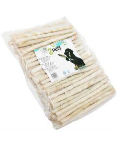Rullade tuggpinnar av vit torkad råhud