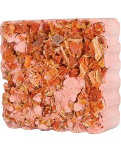 Krispig och knaprig mineralsten med morötter