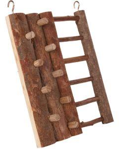 Klättervägg med pinnar och stege
