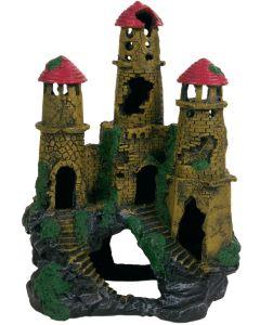 Vackert slott med tre torn och grottor
