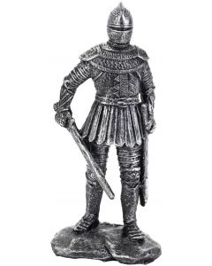 Riddare med upphöjt svärd i tuff tenn design