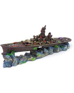 Dekorativt skeppsvrak med hål i skrovet