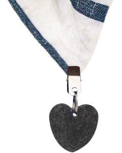 Hjärtan av sten som håller bordsduken på plats