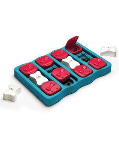 Nina Ottosson Dog Brick. Medelsvårt spel med flyttbara klossar och brickor.