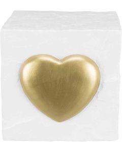 Trixie Minnessten Kub Vit. Kubformad minnessten med upphöjt guldhjärta.