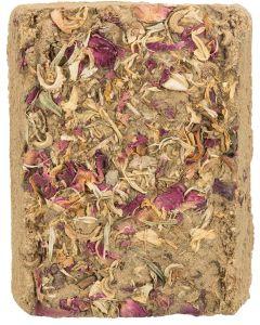 Clay Stone with Flowers. Gnagarsten av naturlig lera och blommor.