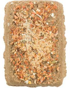 Clay Stone with Carrot. Gnagarsten av naturlig lera och morot.